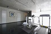 フィットネスラウンジ フィットネス器具などを設置。オフのひと時、快適な空間でほどよい運動ができます。